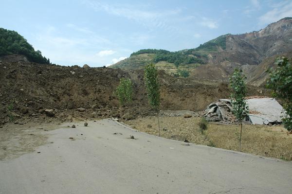青川县红光乡山体滑坡死亡14人310多人失踪