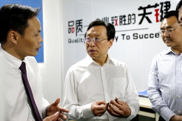 王菲在深圳开展电子产业专题投资促进活动