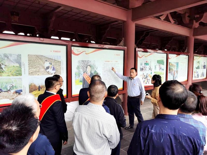 棲鳳廊橋勞模事跡大型圖片展 持續至6月底