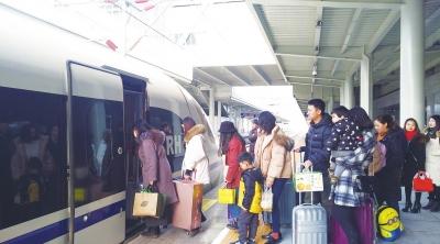 春运第五天 广元火车站发送旅客同比增加60%