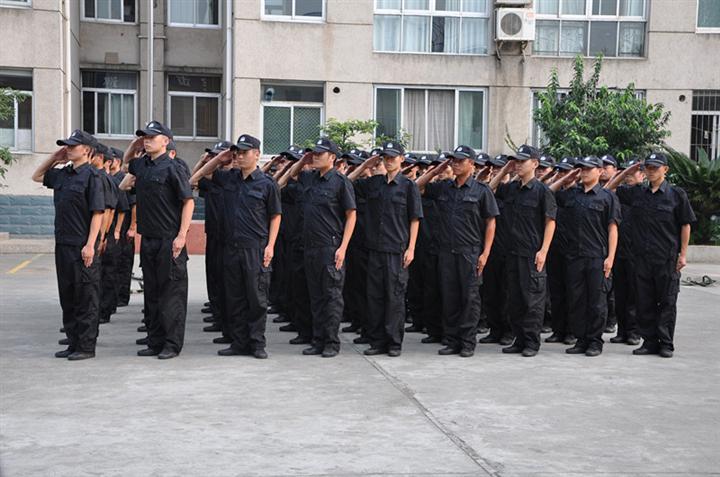 副市长彭广林副局长到巡特警支队看望慰问新招录辅警